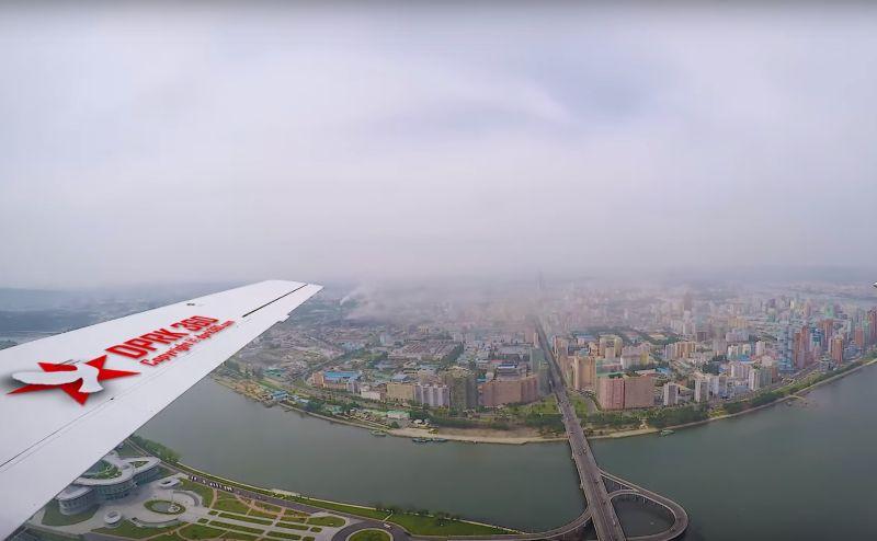 VIDEO Prelet nad hlavným mestom KĽDR: Takto vyzerá Pchjongjang z oblakov