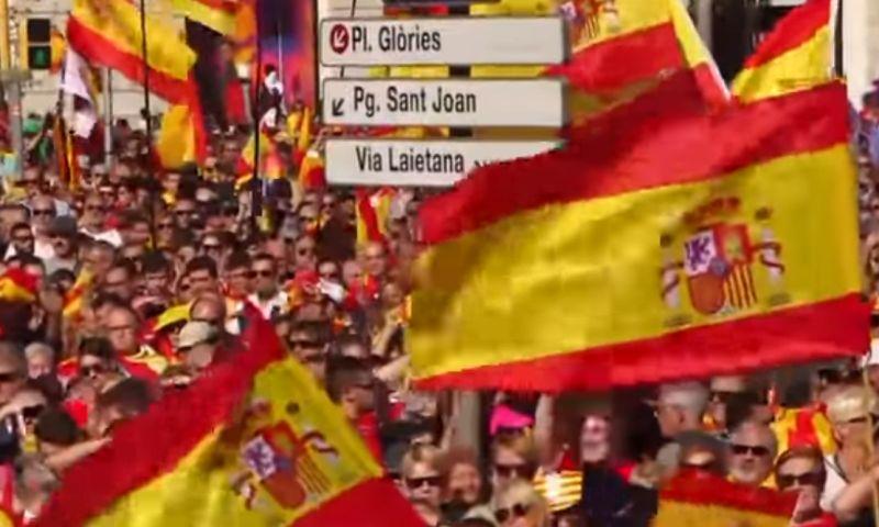 VIDEO Nie všetci chcú autonómiu. V Barcelone vyšli do ulíc desaťtisíce ľudí