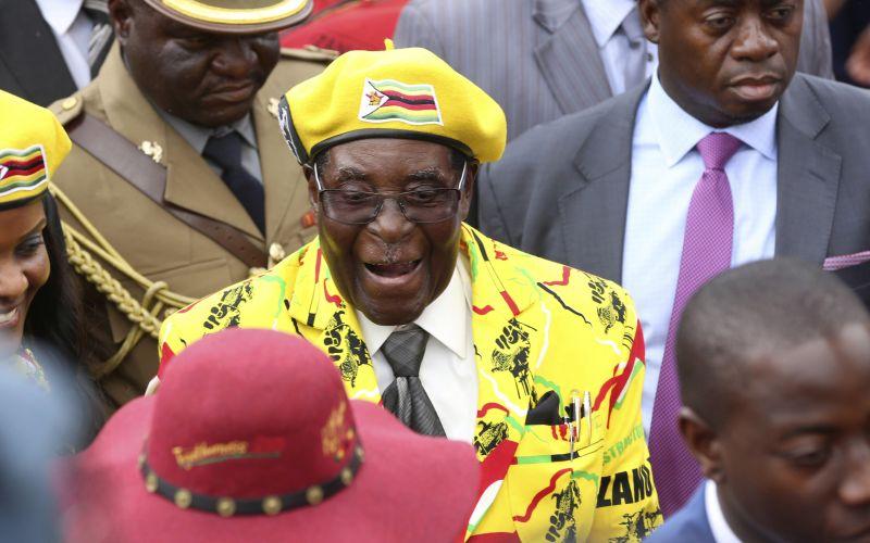 Prezident Zimbabwe odstúpil, pri moci bol 37 rokov