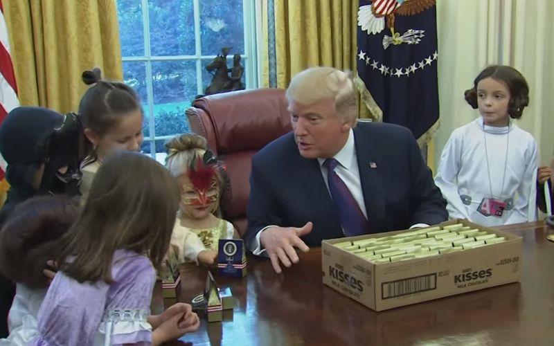 VIDEO Donald Trump na Halloween: Deťom rozdával cukríky