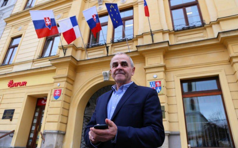 FOTO Prvý deň nového župana: Luntera čakalo aj prekvapenie od Kotlebu