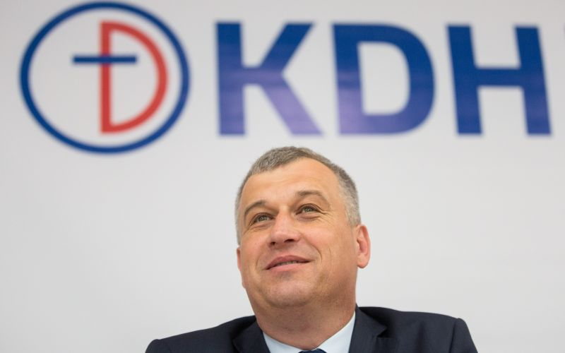 Fico prekrýva politickým marketingom reálne problémy ľudí, tvrdí KDH
