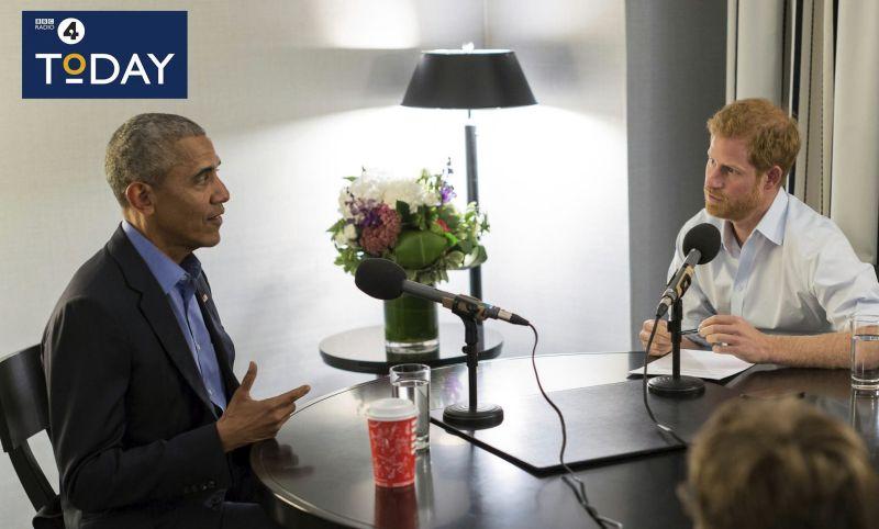 VIDEO Princ Harry vyspovedal Baracka Obamu, bavili sa o tomto