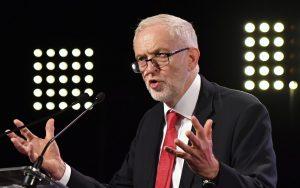 Britská opozícia mení postoj k brexitu