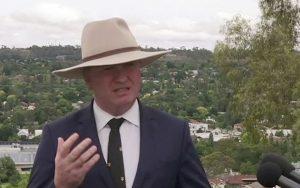 Austrálsky vicepremiér Joyce rezignuje. Čelí viacerým škandálom
