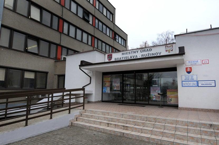 Na ružinovských poslancov bude tlačiť petícia, ktorú podpísal aj starosta