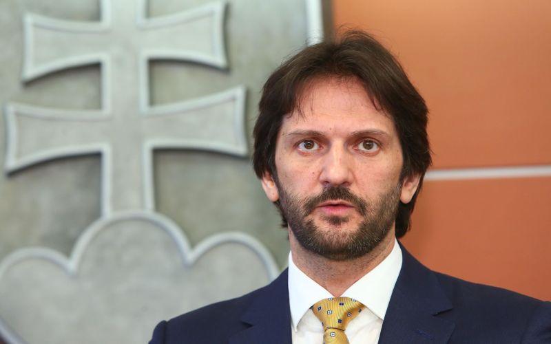 PRÁVE TERAZ Robert Kaliňák odstúpil z postu ministra vnútra