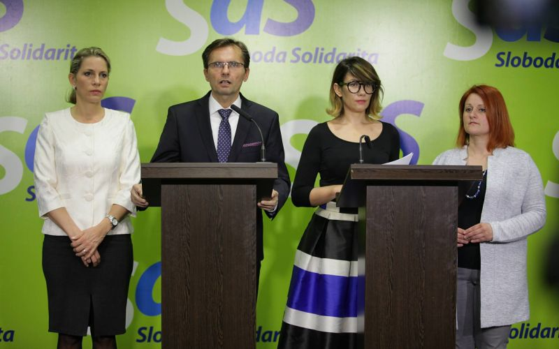 Liberáli zozbierali podpisy, chcú odvolávať premiéra Fica