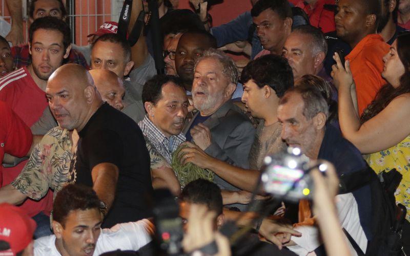VIDEO Brazílsky exprezident da Silva sa vydal do rúk polície