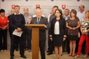 VIDEO SaS a OĽaNO upozorňujú na problém: Reštituenti stále čakajú