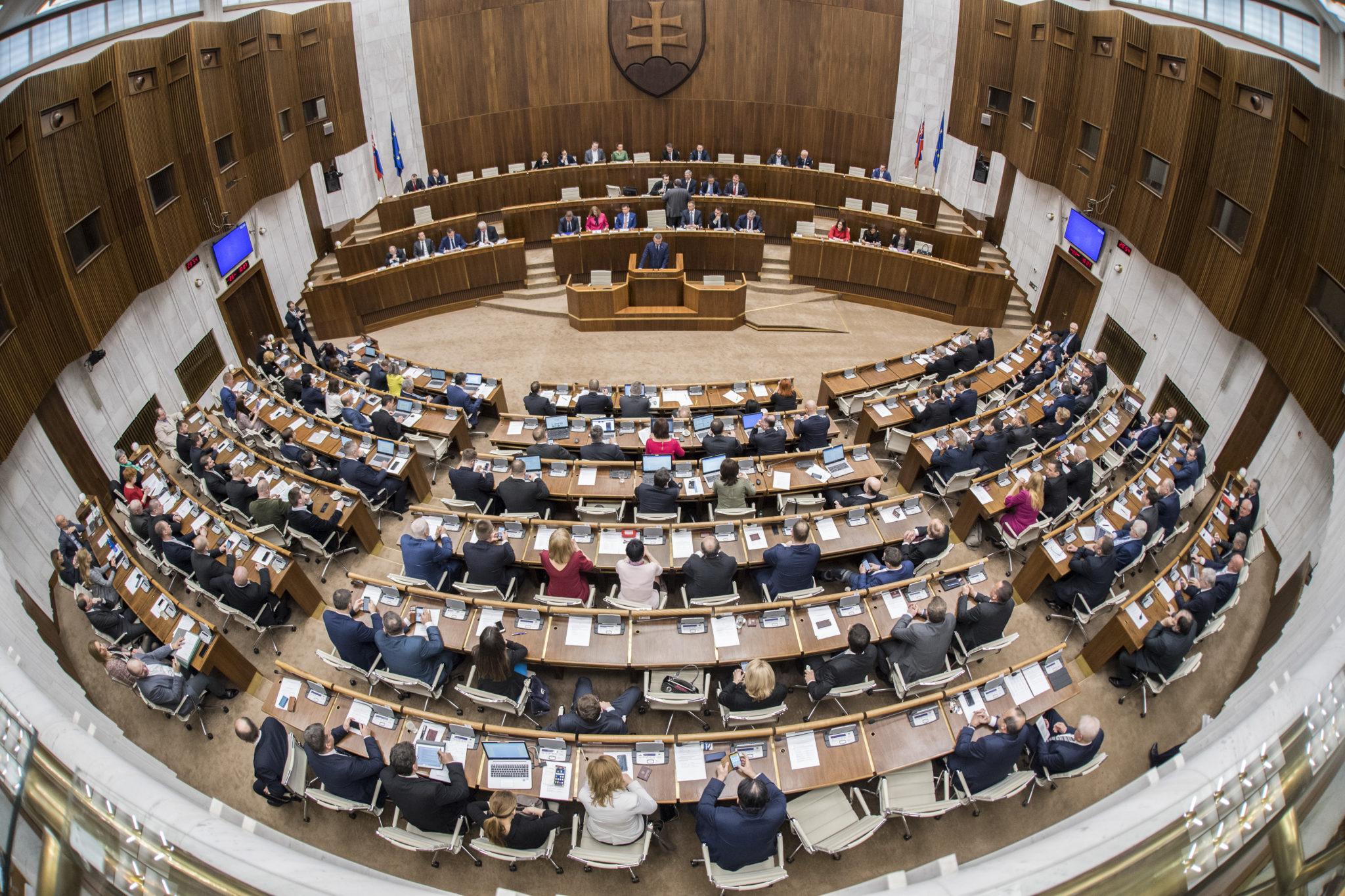 b04b05617154d Parlament o novom guvernérovi NBS hlasoval v tajnej voľbe.   Glob.sk