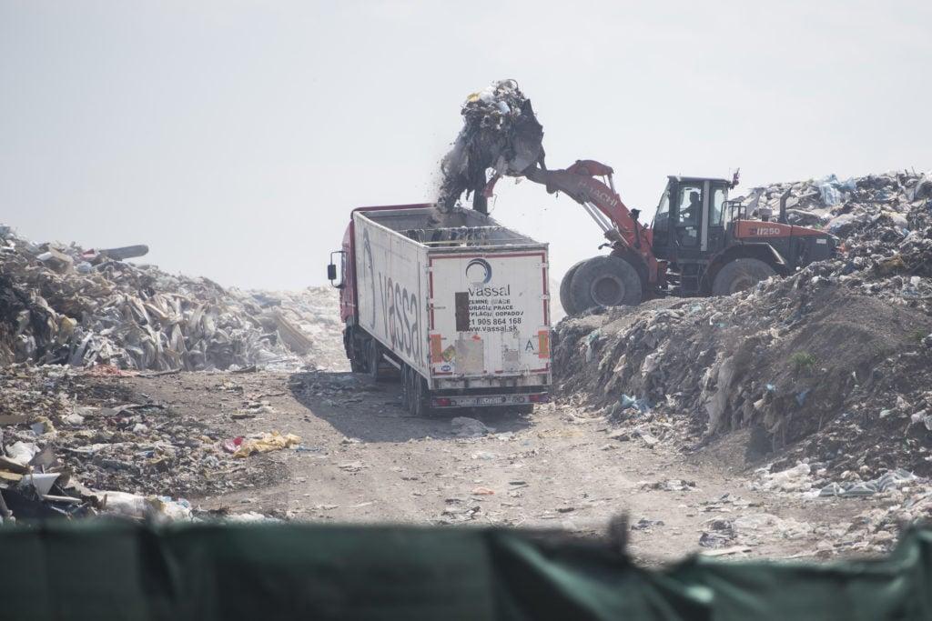Zvrat v odpadkovej kauze Vassal EKO. Obvinený policajt pôjde na slobodu | Glob.sk