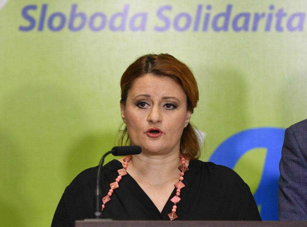 V kauze kupovania poslancov predvolali na výsluch viacero politikov. Vypovedala už aj Blahová | Glob.sk