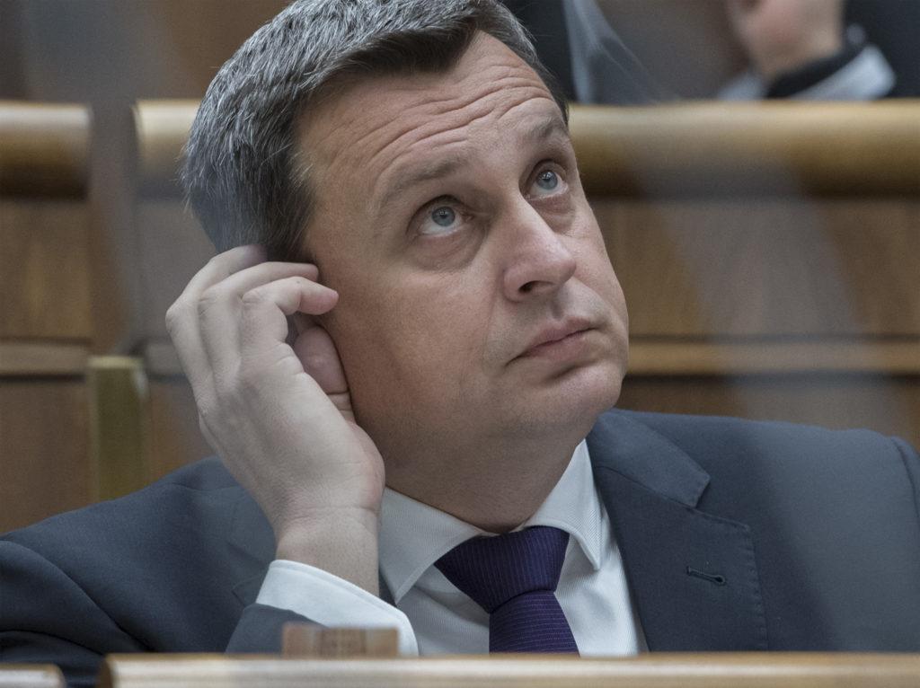 Dankova rigorózna práca je plagiát. Predseda parlamentu okopíroval celé strany | Glob.sk