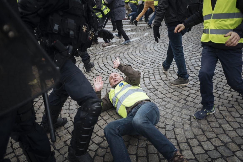 VIDEO Polícia v Paríži použila proti