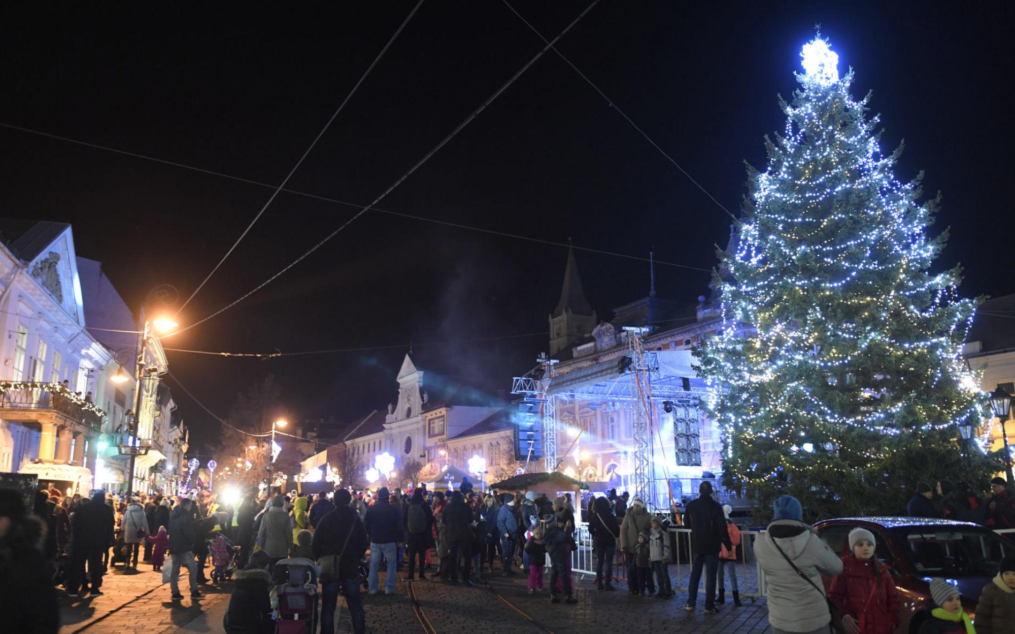 bedc1ac064f3 ... Na Vianoce sa stretávajú tí najbližší. Zdroj  TASR   Františšek Iván ...