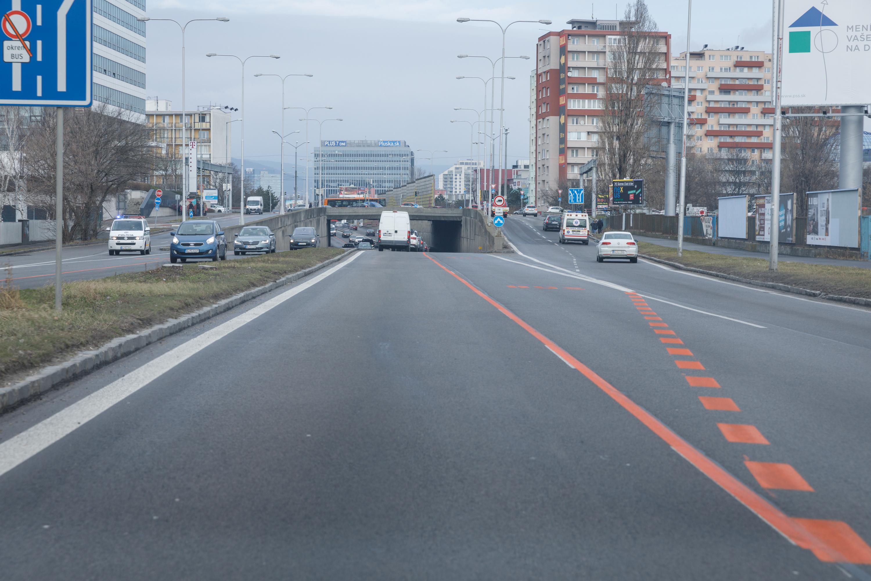 6af265537 ... Vodiči môžu aktuálnu dopravnú situáciu sledovať pomocou 15 kamier.  Zdroj: Glob.sk I David Duducz ...