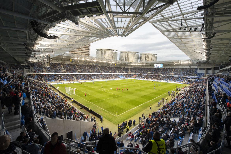 e59d970850 ŠKANDÁL Mal to byť najmodernejší futbalový štadión za milióny. Od UEFA však  dostal Kmotrík červenú