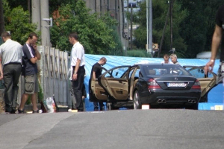 e3aaa01be Na topoľčianskej ulici 20. júla 2010 po ôsmej ráno v aute doslova mafiánsky  popravili Jozefa Mišenku (†33). Do jeho vozidla Mercedes vystrieľali  približne ...