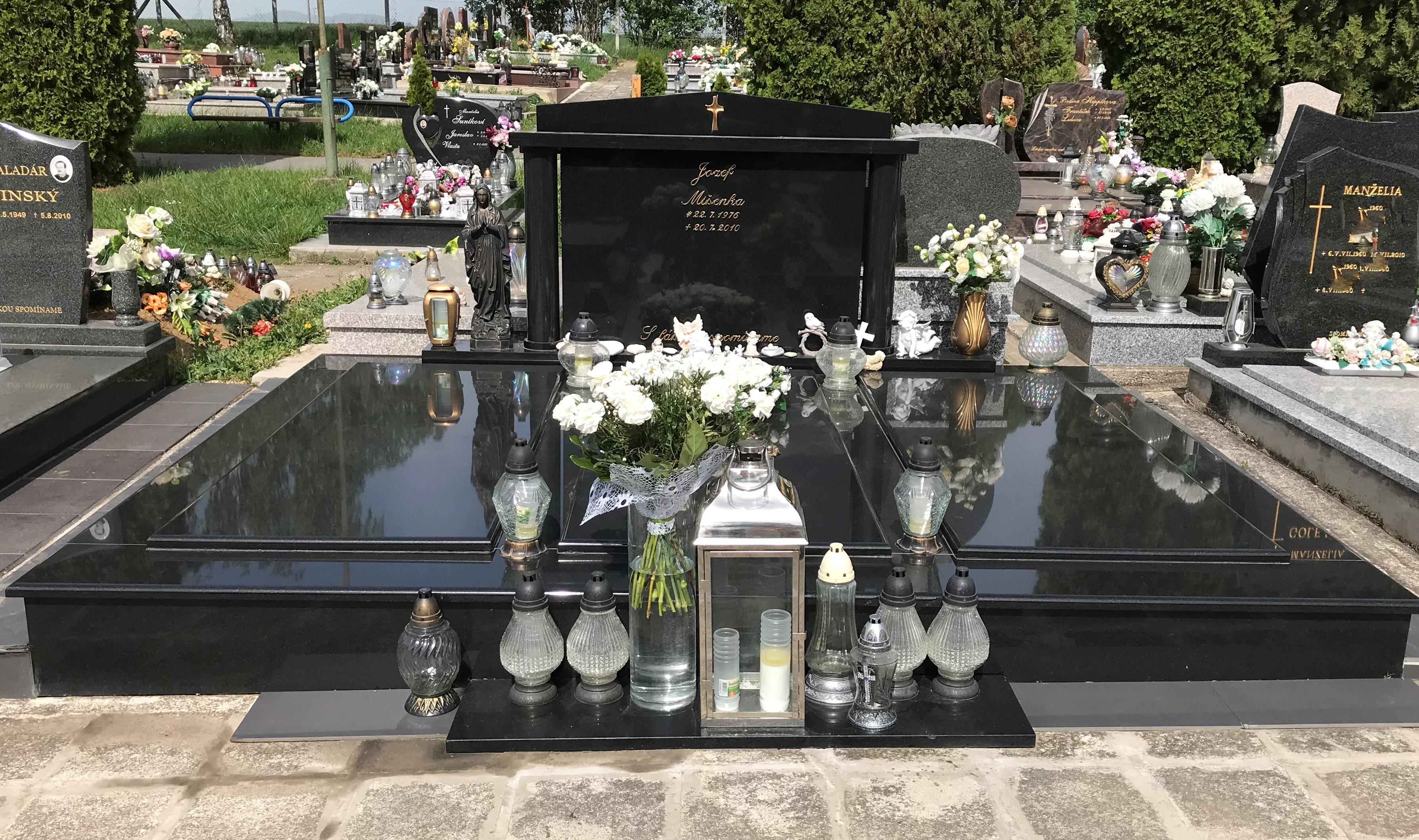 fffc5932d Zdroj: Archív O hrob Jozefa Mišenku sa jeho najbližší starajú naozaj vzorne.