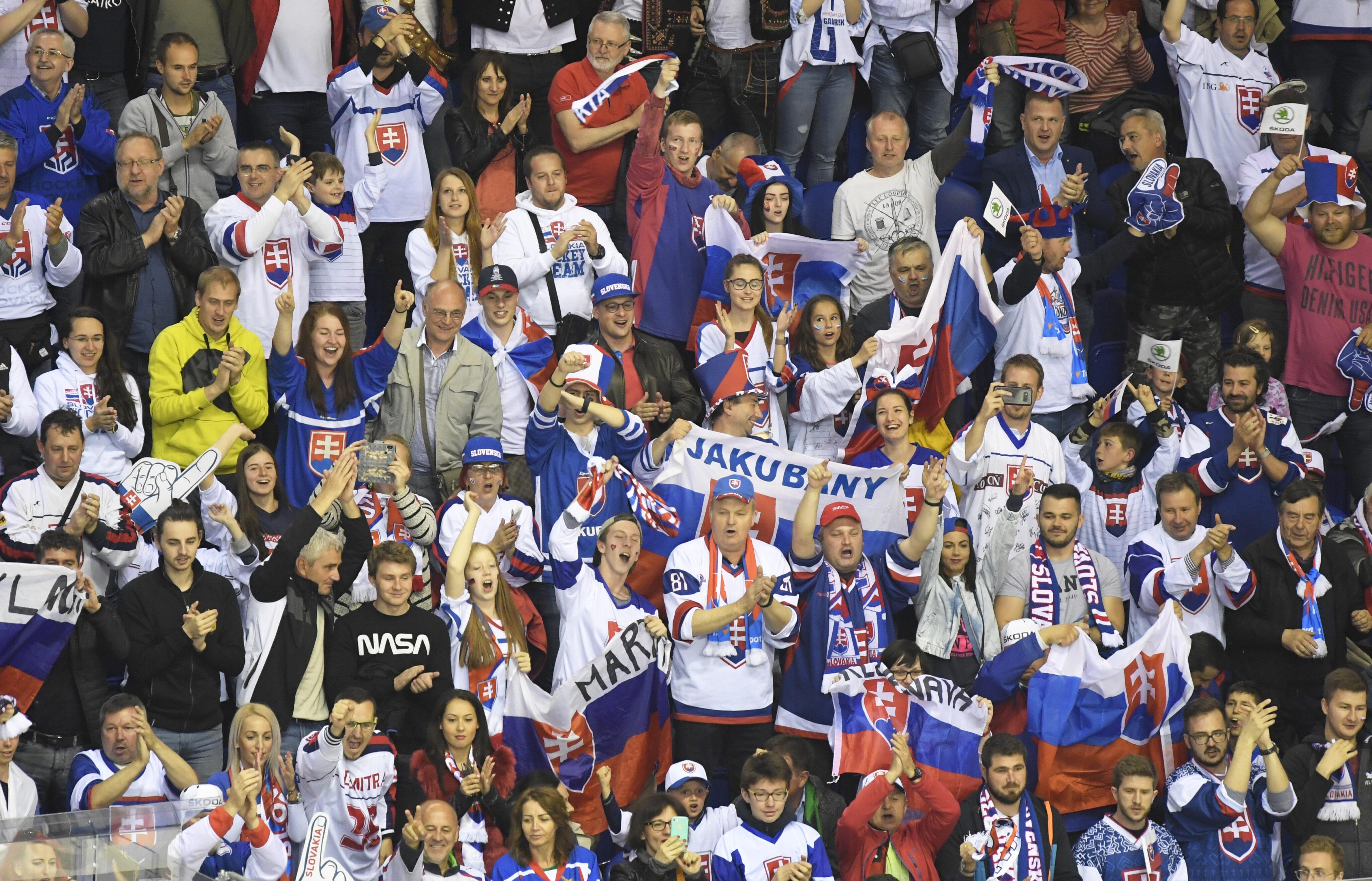 77b285bd1d097 Košická Steel aréna vo veľkom povzbudzovala slovenských hokejistov. Zdroj:  TASR / František Iván
