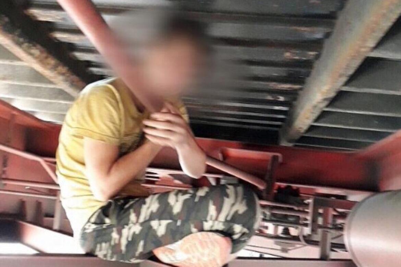 Políciu prekvapili migranti pod vagónmi. Zdroj: Facebook Polícia Slovenskej republiky