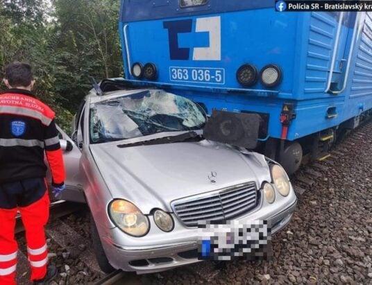 Smrteľná nehoda na železničnom priecestí.